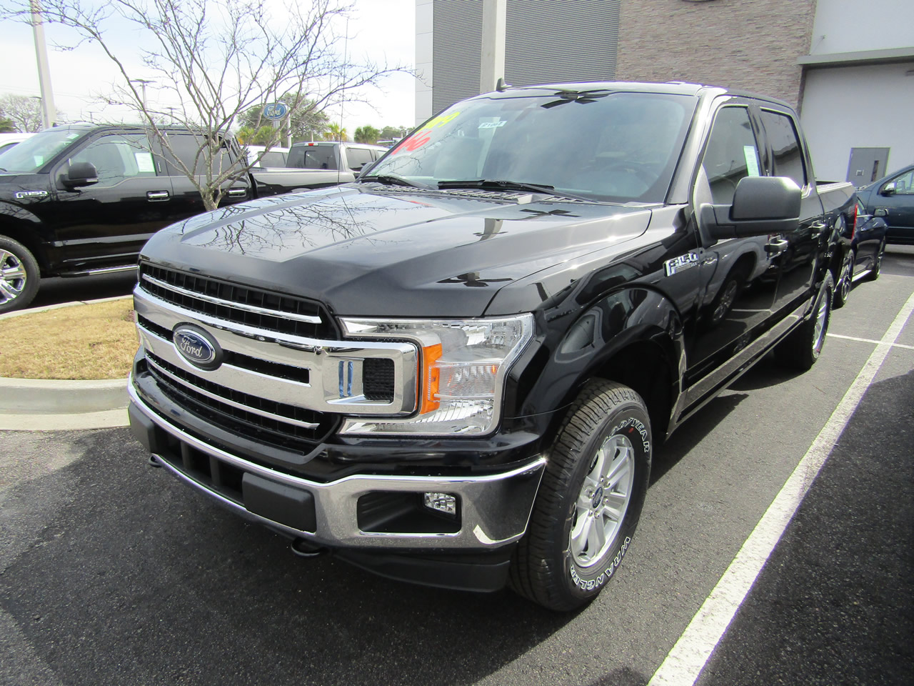 2019 Ford F-150 XLT SuperCrew 4WD Dick Smith Ford serving Columbia, Sumter, Orangeburg, West Columbia, Lexington, Newberry, Lugoff SC, Selling new Ford cars and trucks and used vehciles in Columbia, SC