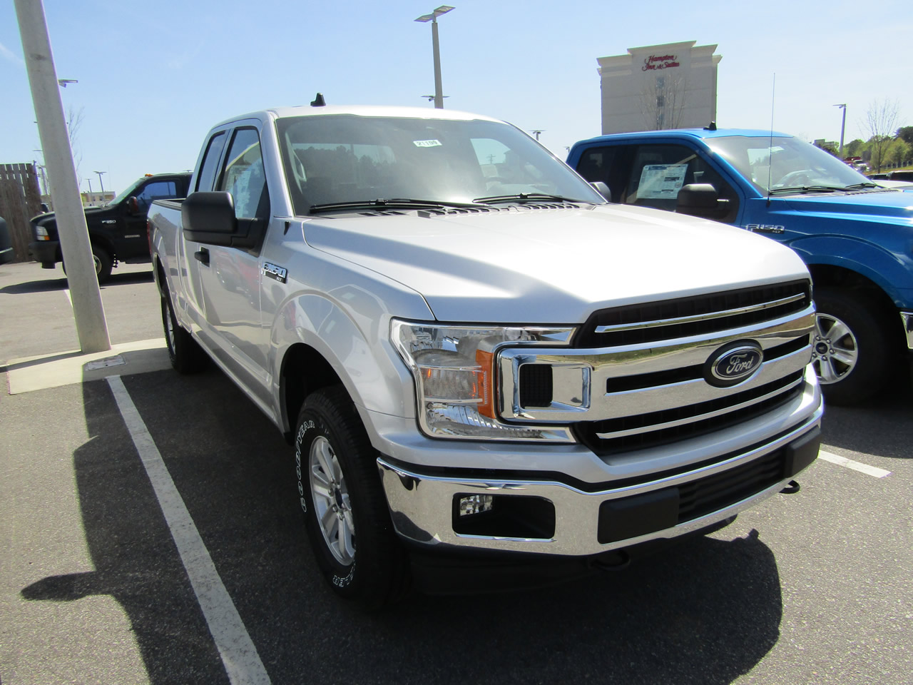 2019 Ford F-150 XLT SuperCab 4WD Dick Smith Ford serving Columbia, Sumter, Orangeburg, West Columbia, Lexington, Newberry, Lugoff SC, Selling new Ford cars and trucks and used vehciles in Columbia, SC